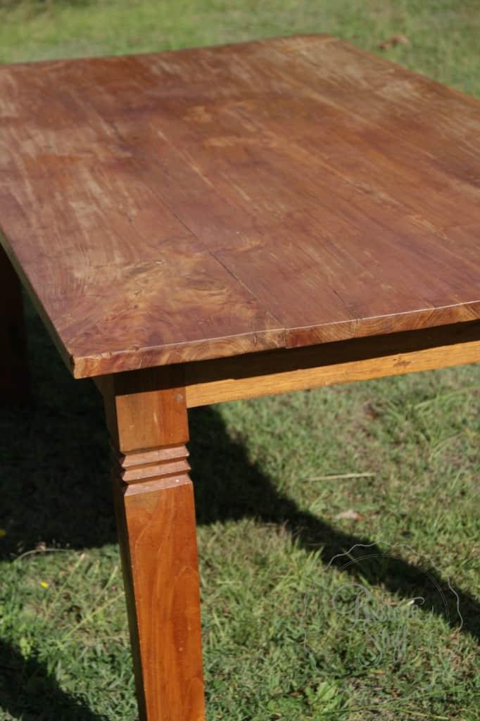 Simon table 01 1