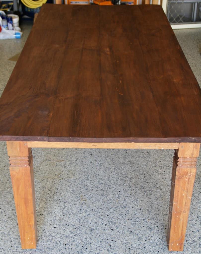Simon table 01 15