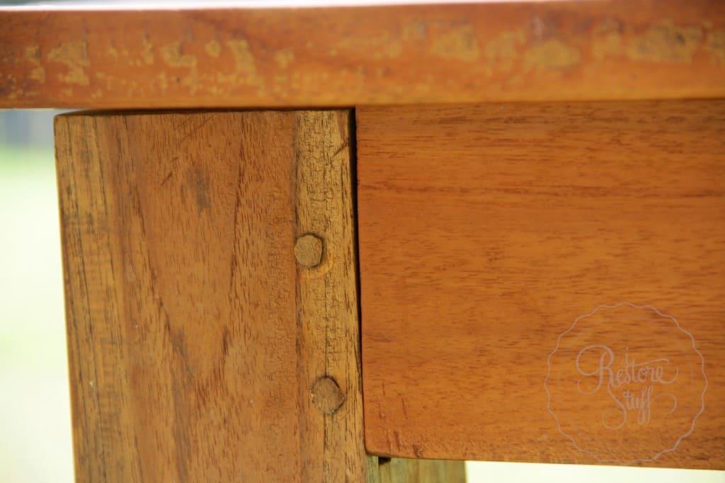 Simon table 01 3