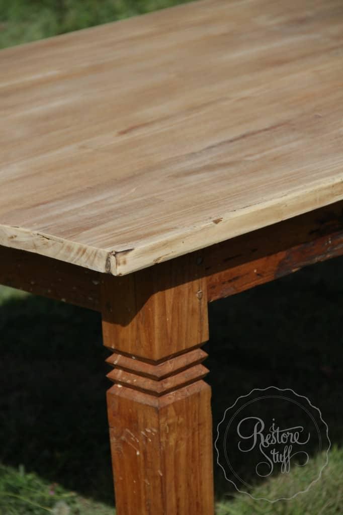 Simon table 01 8