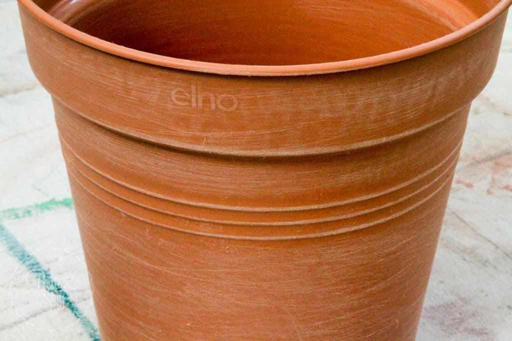 Sanded pot