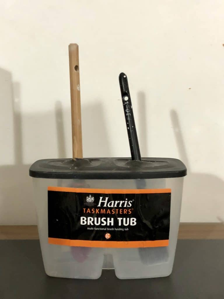 Brush tub holder